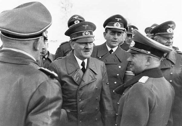 Курт Цейтцлер в свите Гитлера. 1942 г.