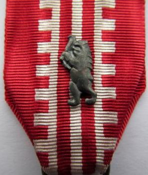 Знак «Медведя» на ленте.