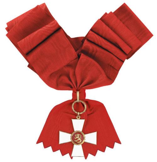 Большой Крест ордена Льва Финляндии с лентой для женщин.