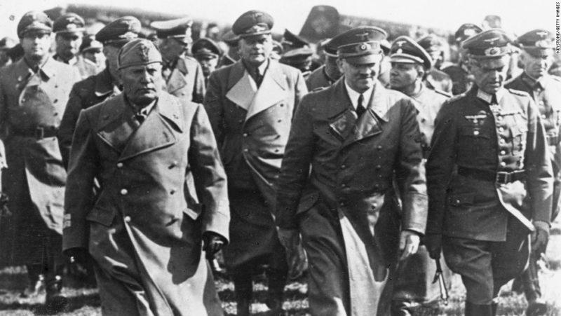 Герд фон Рунштедт, Адольф Гитлер и Бенито Муссолини. 1944 г.