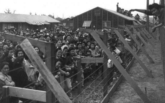 Первые поселенцы лагеря «Манзанар». Апрель 1942 г.