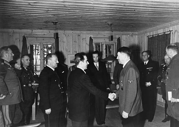 Курт Цейтцлер на приеме у фюрера. 1942 г.