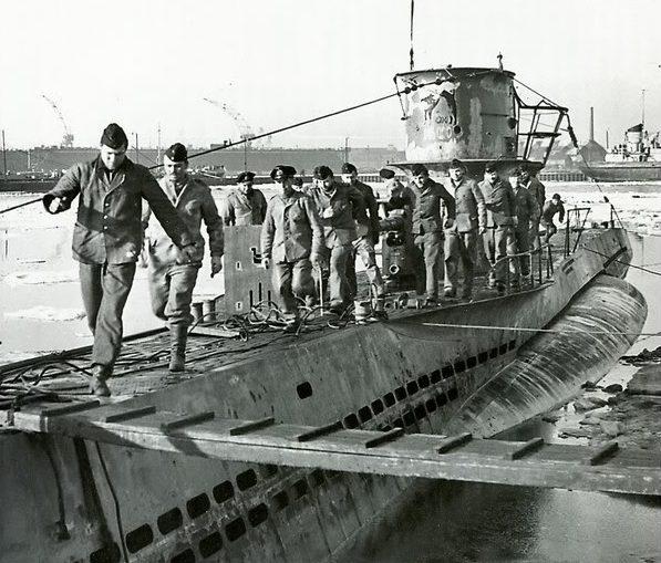 Моряки «U-48» сходят на берег. Киль. 1940 г.