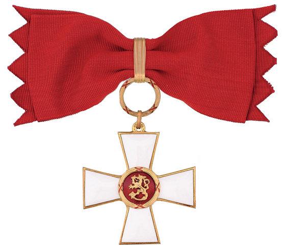 Командорский Крест 1-го класса ордена Льва Финляндии на банте для женщин.