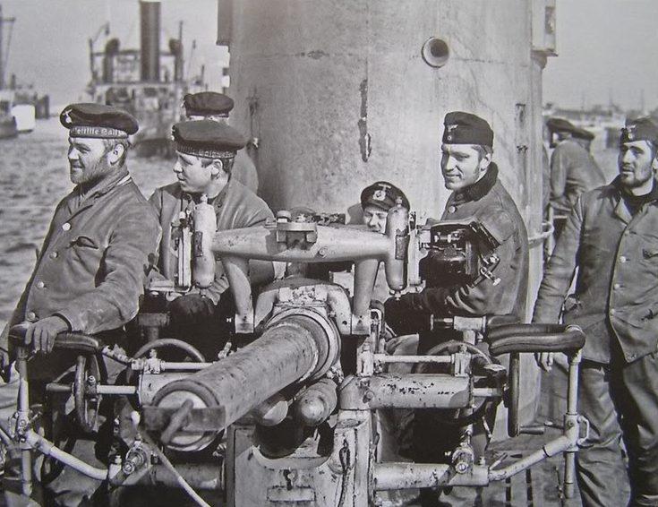 Расчет орудия на палубе подлодки «U-29». Вильгельмсхафен. 1940 г.