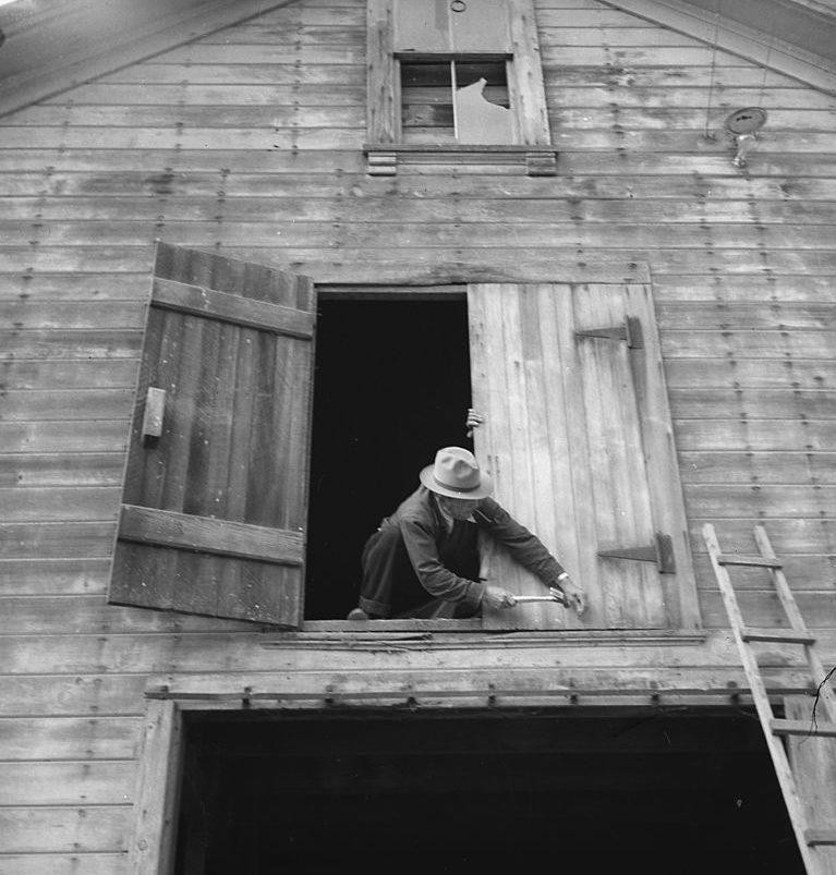 Фермер готовится к выселению. Калифорния. Май 1942 г.