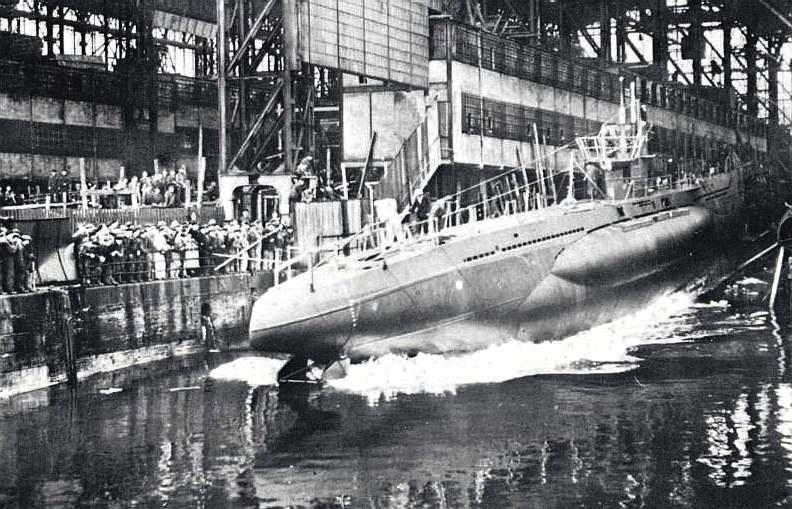 Спуск построенной подлодки на воду. 1940 г.