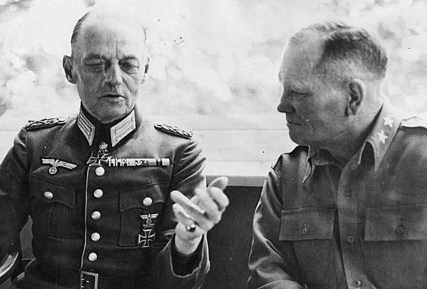 Герд фон Рунштедт и Фрэнк Милберн. Мюнхен. 1945 г.