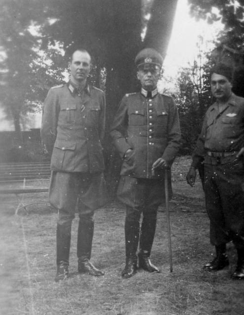 Герд фон Рунштедт с офицерами. 1945 г.