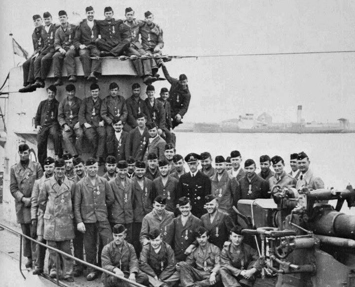 Экипаж подлодки «U-65» после награждения. 1940 г.