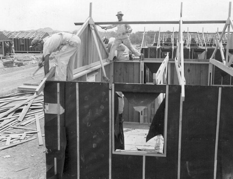 Казармы строятся в лагере «Постон». Май 1942 г.