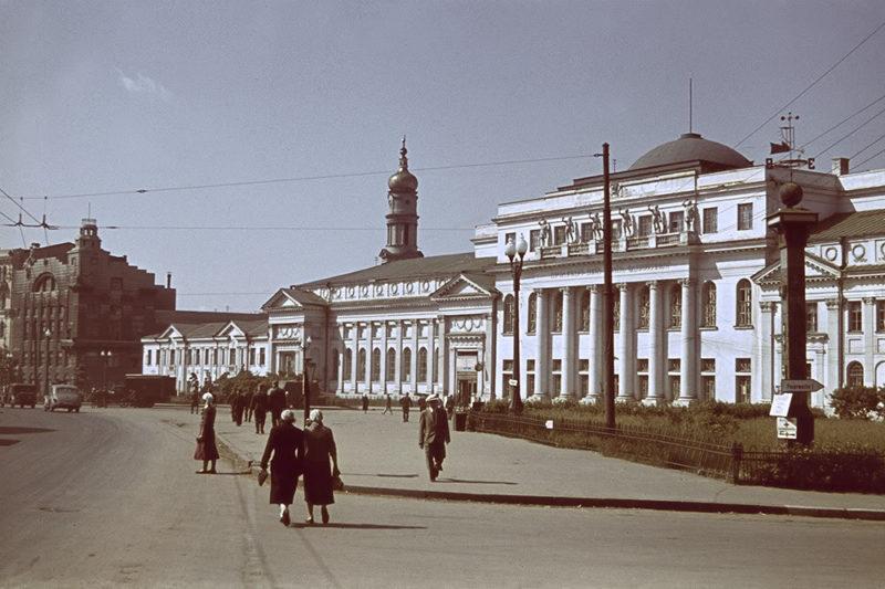 Площадь Тевелева, ныне - Конституции. Лето 1942 г.