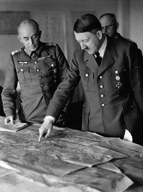 Рихард Руофф на совещании у Гитлера. Украина.1943 г.