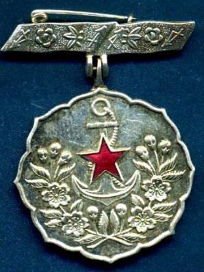 Аверс и реверс знака «За заслуги» общества женщин-патриоток Японии 1-й степени.