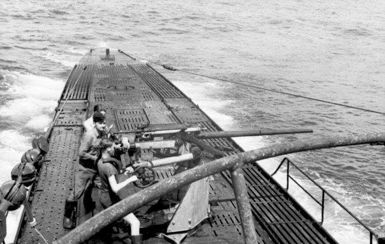 Тренировка расчета орудия подлодки «U-100». Апрель 1941 г.