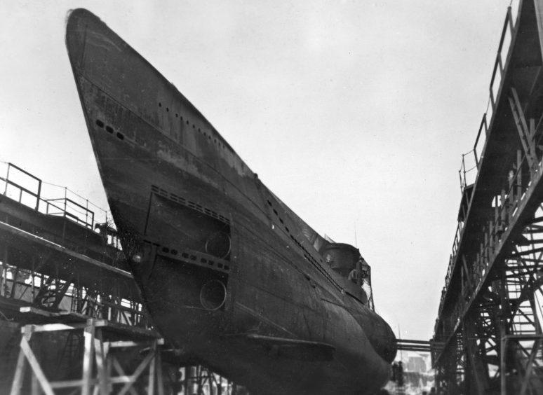 Подлодка на ремонте в сухом доке. Май 1943 г.
