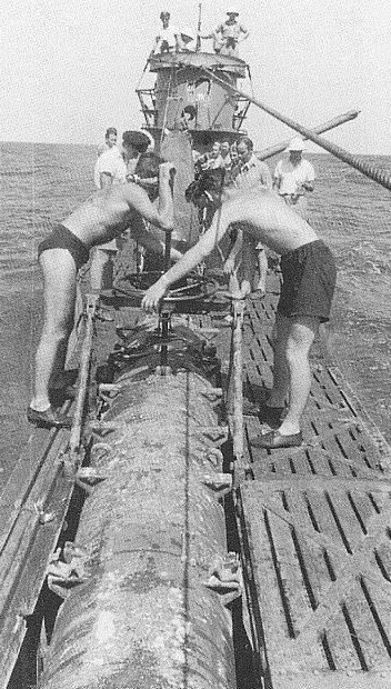 Моряки подлодки «U-564» во время ремонта. Июнь 1943 г.