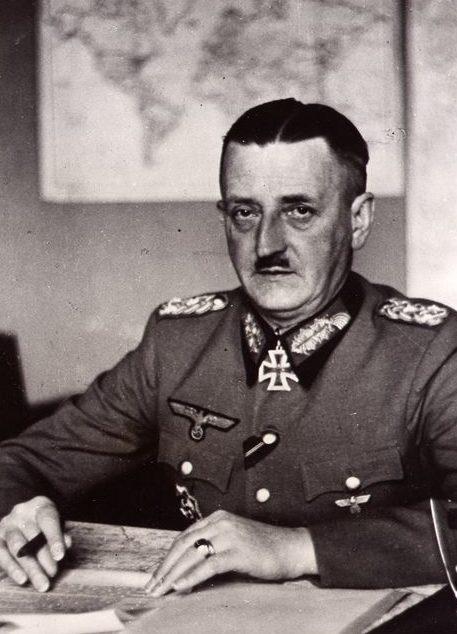 Генрих Фитингхоф в рабочем кабинете. 1942 г.