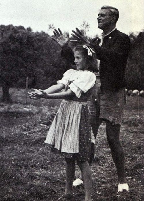 Отто Скорцени с дочерью. 1939 г.Отто Скорцени с дочерью. 1939 г.
