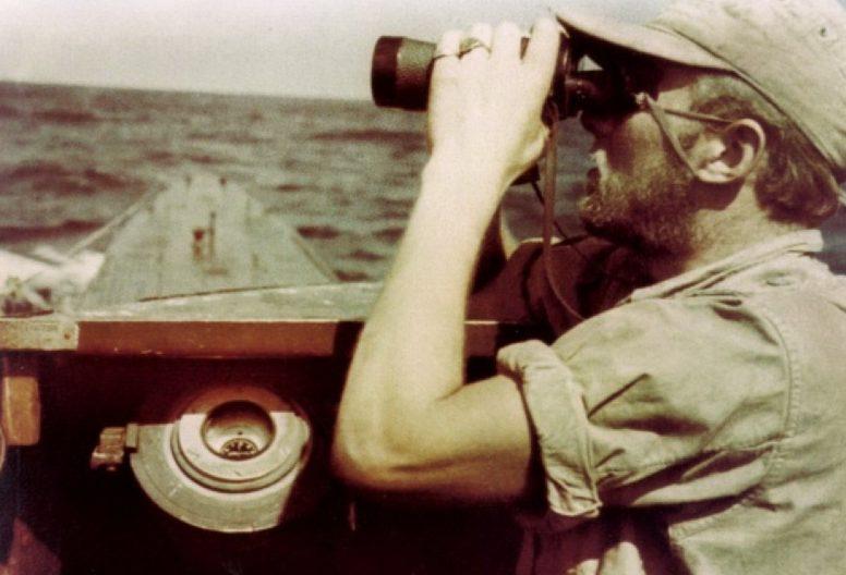 Командир «U-177» Роберт Гизе на мостике лодки в южной Атлантике. Июль 1943 г.
