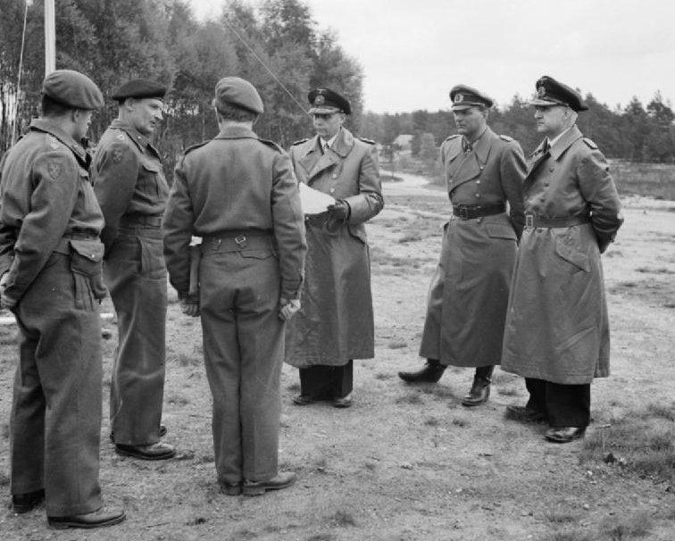 Ганс Фридебург в числе делегации по капитуляции. 1945 г.