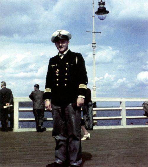 Командир подлодки «U-403» капитан-лейтенант Гейнц-Элерт Клаузен на пирсе в Данцигской бухте. Июль 1941 г.