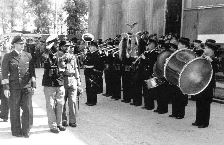 Торжественная встреча экипажа «U-66». Лорьян. 8 августа 1943 г.