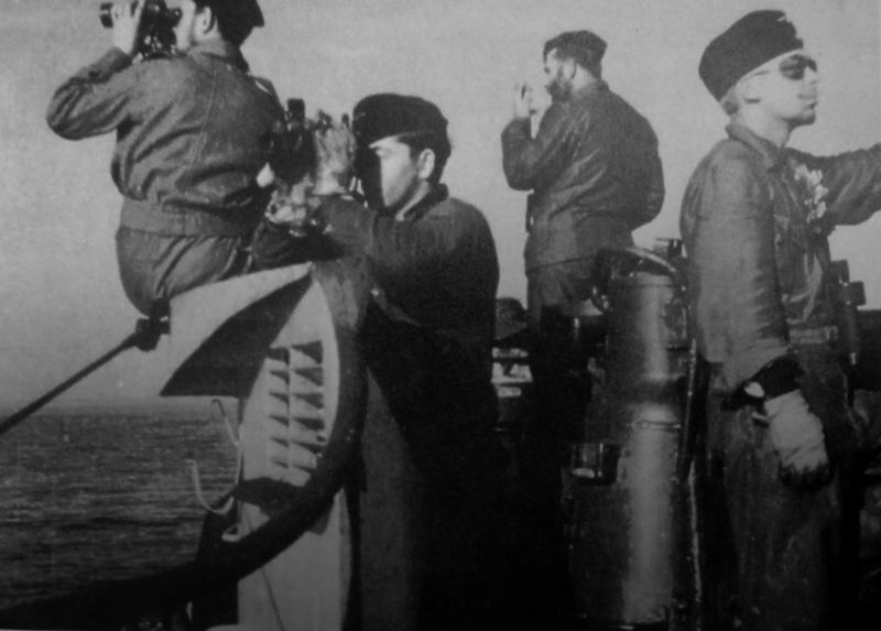 Экипаж подлодки «U-552» на мостике во время всплытия. Октябрь 1941 г.