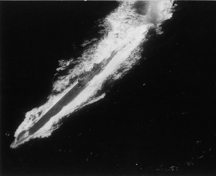 Подлодка «U-161» спасается от воздушной атаки. Сентябрь 1943 г.
