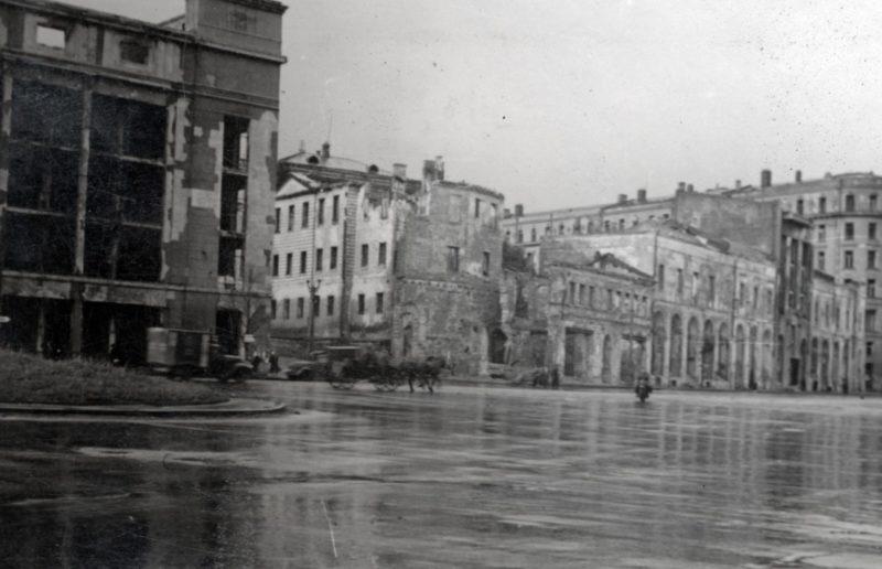 Улицы города. Осень 1942 г.