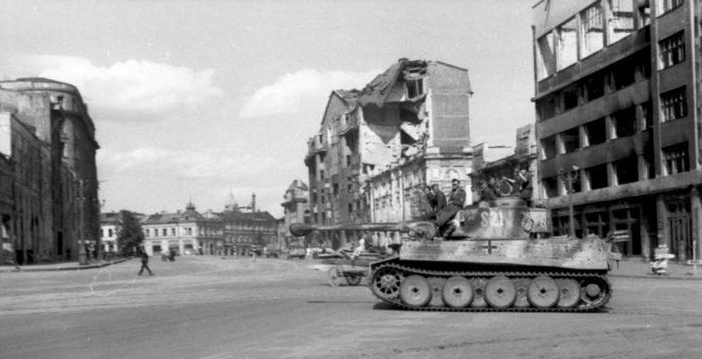 «Тигр» на площади Розы Люксембург. Январь 1943 г.