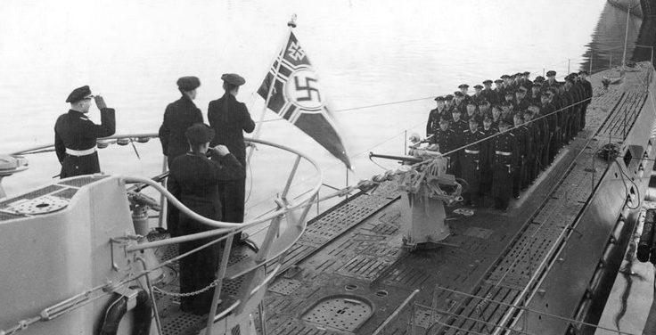 Построение перед первым походом «U-171». Октябрь 1941 г.