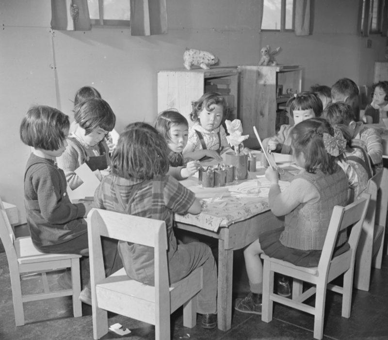 Постановочные фото американской пропаганды. «Счастливое детство». Лагерь «Мансанар». 1942 г.