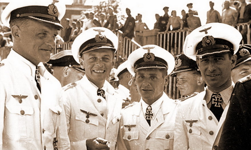 Кавалеры Рыцарского креста Эрих Топп - командир «U-552», Клаус Корт - командир «U-93», Энгельберт Эндрасс - командир «U-567» и Герберт Куппиш - командир «U-94» на набережной в базе подводных лодок. Сен-Назере (Франция). 1941 г.