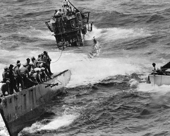 Подлодка «U-505» терпит бедствие. 1943 г.