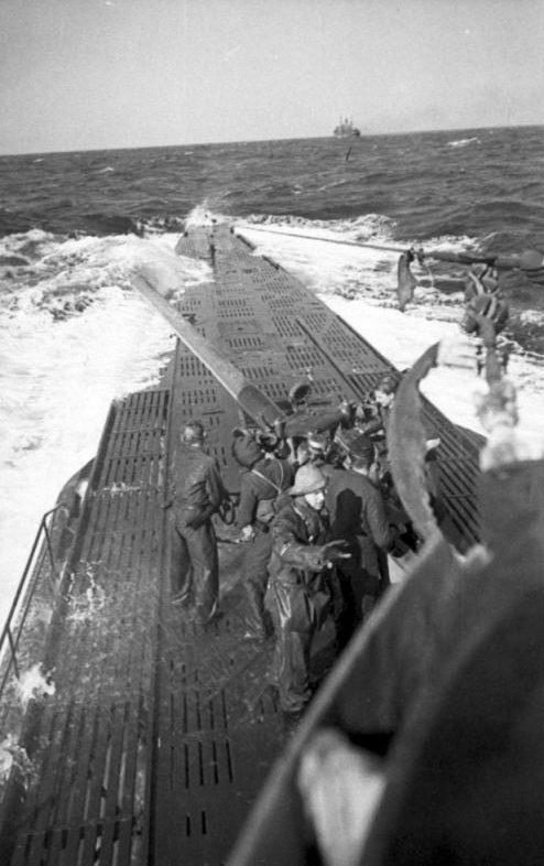 Комендоры подлодки «U-123» готовятся к стрельбе. Февраль 1942 г.