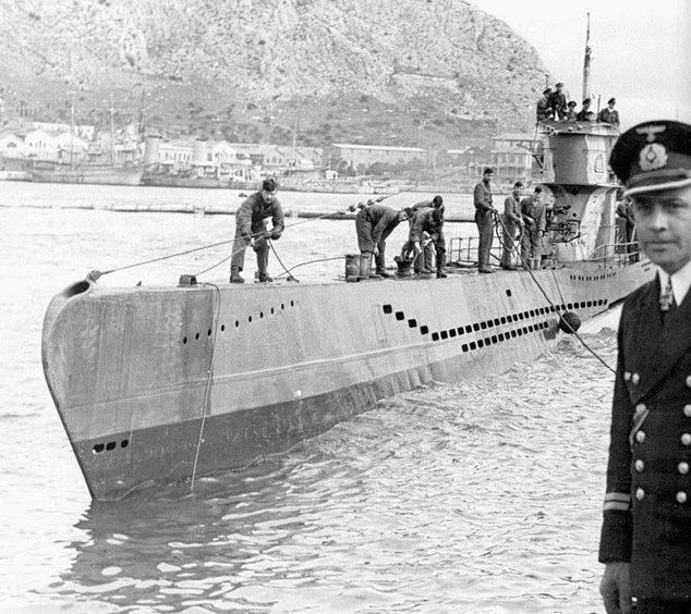 Возвращение подлодки «U-83» с похода. Брест. Март 1942 г.