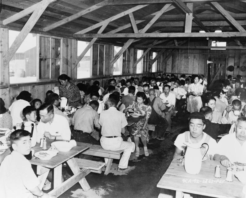 Столовая лагеря «Пайндэйл». 1942 г.