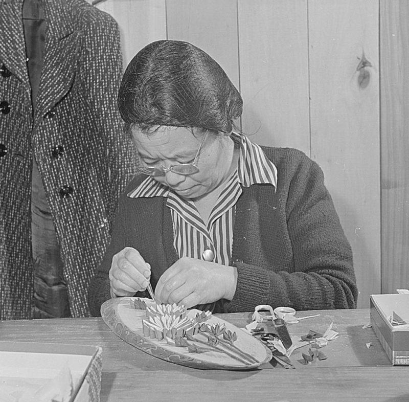 Изготовление поделок на продажу. Лагерь «Jerome» (Арканзас). Март 1943 г.