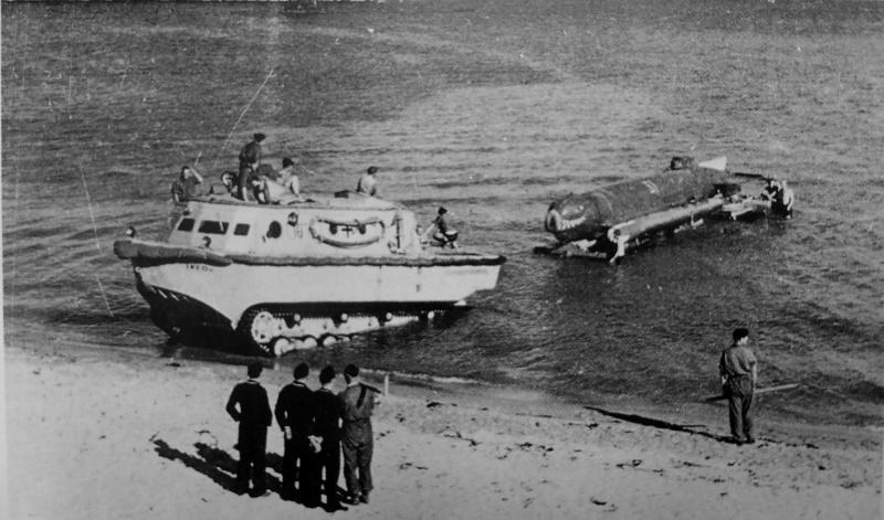 Испытания сверхмалой подлодки типа «Molch» на торпедном полигоне под Эккернфёрде. 1944 г.