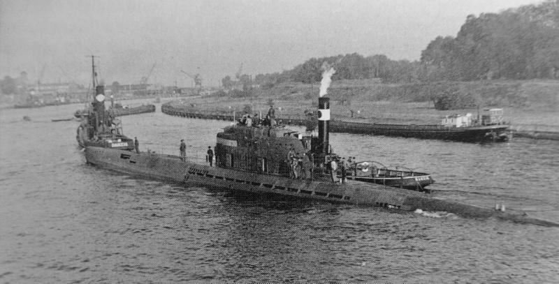 Учебная подлодка в порту Данцига. 1944 г.
