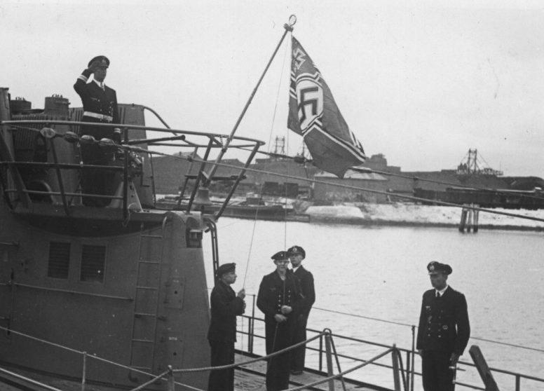 Подъем флага на подлодке «U-182». Июнь 1942 г.