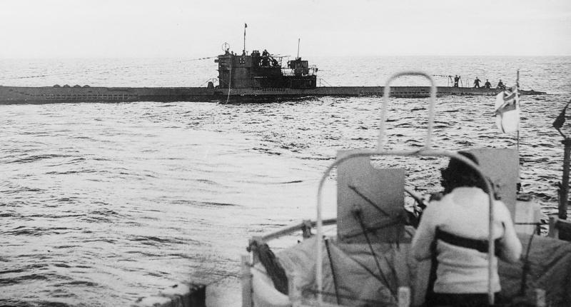 Подлодка «U-1305» капитулирует британцам в Лох-Эриболле (Шотландия). 10 мая 1945 г.