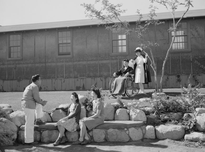 Медики и пациенты больницы лагеря «Манзанар». 1943 г.