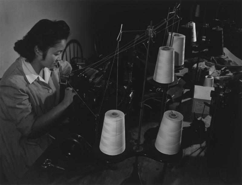 Швейный цех. Лагерь «Манзанар» (Калифорния). 1943 г.