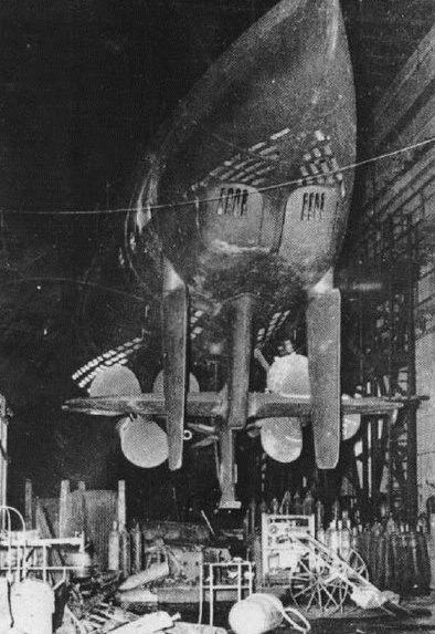 Подлодка «U-123» в сухом доке. Май 1945 г.