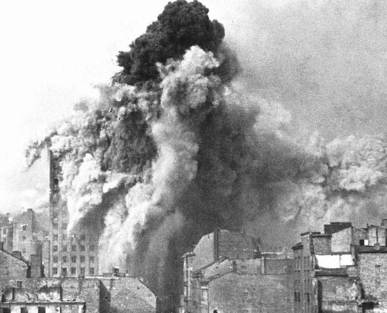 Взрывы в городе. Август 1944 г.