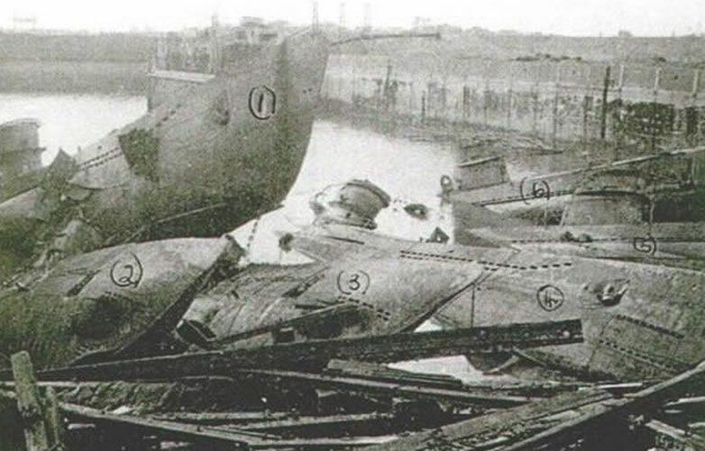 Кладбище подлодок в Вильгельмсхафене. Май 1945 г.