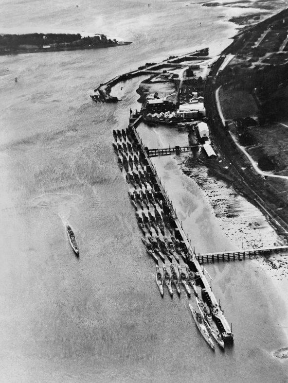 Капитулировавшие подлодки на британской военно-морской базе «Феррет». Июнь 1945 г.