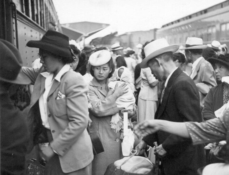 Японцы у поезда перед возвращением домой из лагеря. Июль 1945 г.